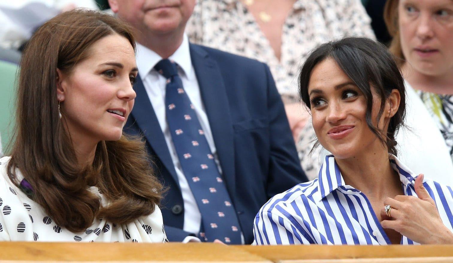 <p>Kate - die Frau von Prinz William (36) - trug ein weißes Sommerkleid mit schwarzen Punkten