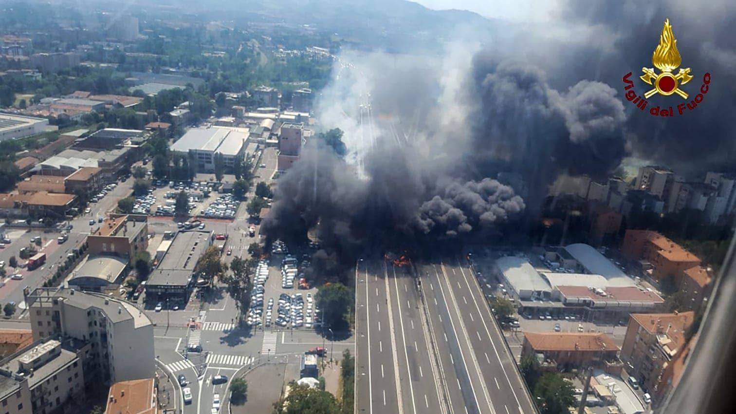 <p>Auslöser war dem Bericht zufolge ein Unfall mit einem Gefahrguttransporter.</p> Foto: AFP