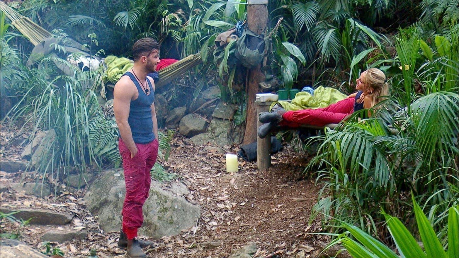 berichtet die Blondine im Dschungeltelefon am ersten Abend im Camp. </p> Foto: MG RTL D