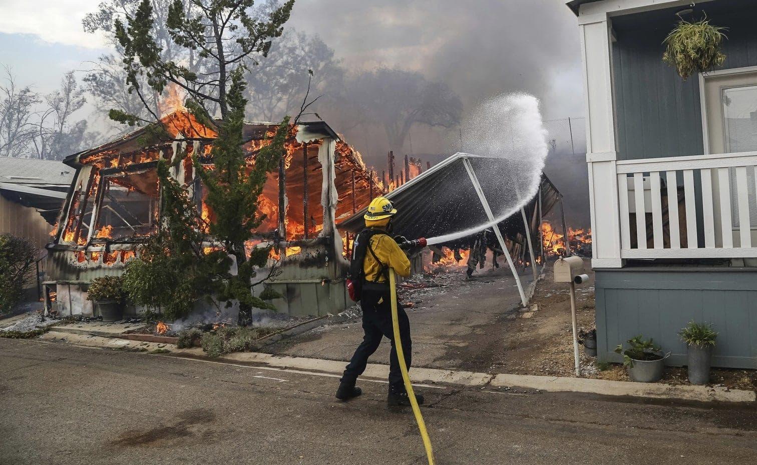 <p>Feuerwehrleute haben im Kampf gegen Dutzende Busch- und Waldbrände in Kalifornien bei einigen Fortschritte gemacht und sind gleichzeitig mit neuen konfrontiert worden.</p> Foto: dpa