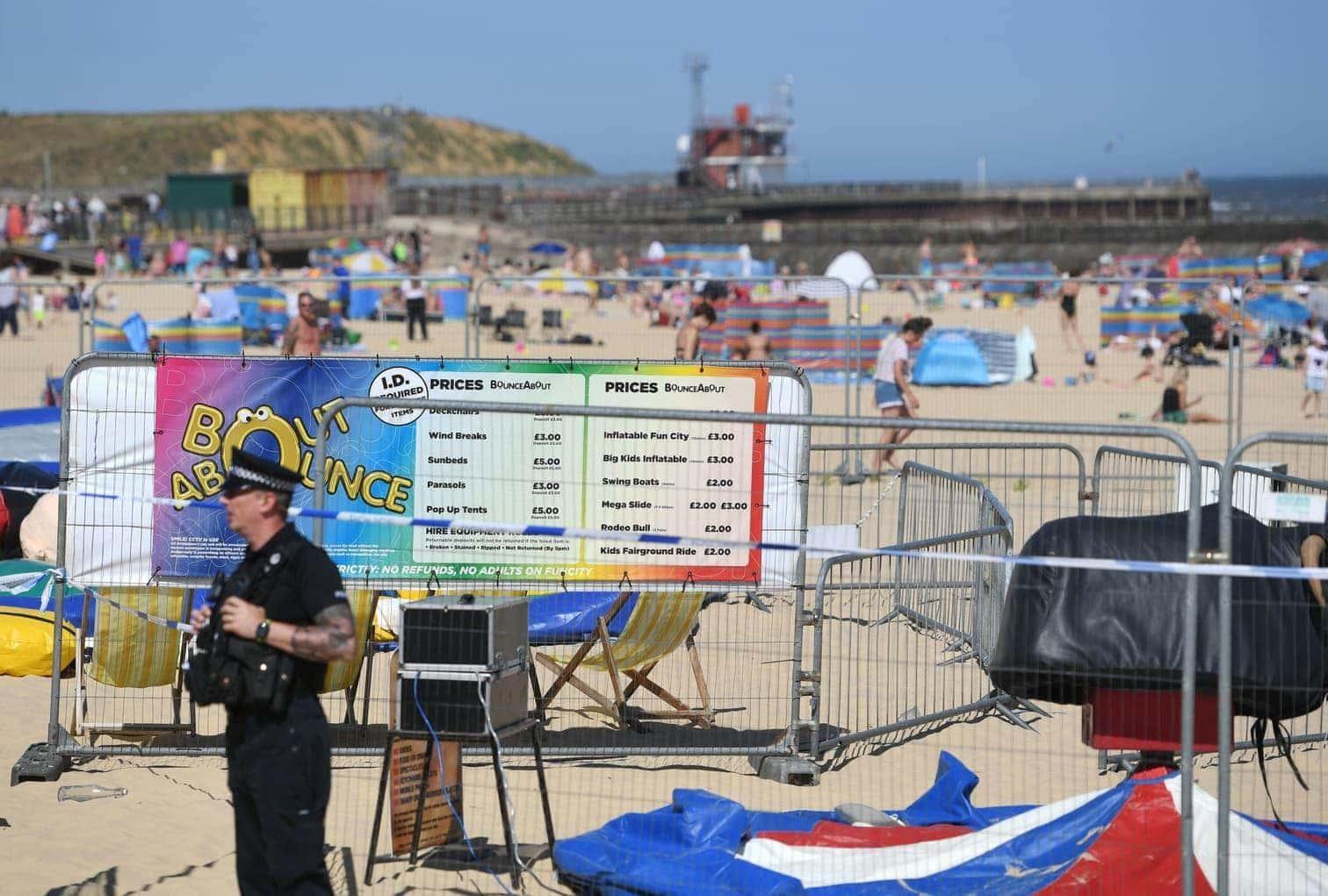 teilte die Polizei der Grafschaft Norfolk am Sonntag mit. Augenzeugen hatten einen laut Knall gehört und gesehen