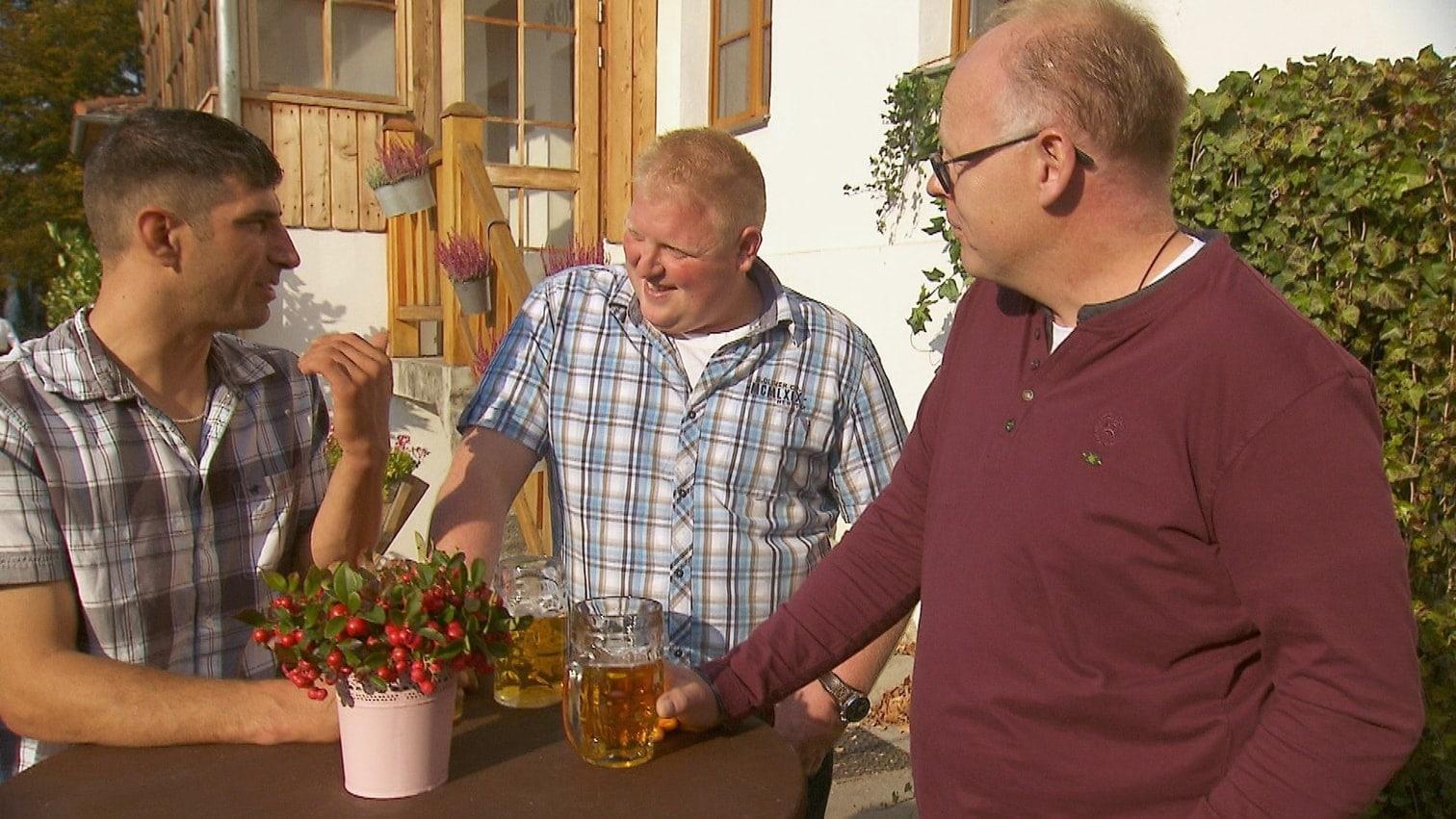 <p>Überraschend zueinandergefunden haben Bernhard und Lena.</p> Foto: MG RTL D / Andreas Friese