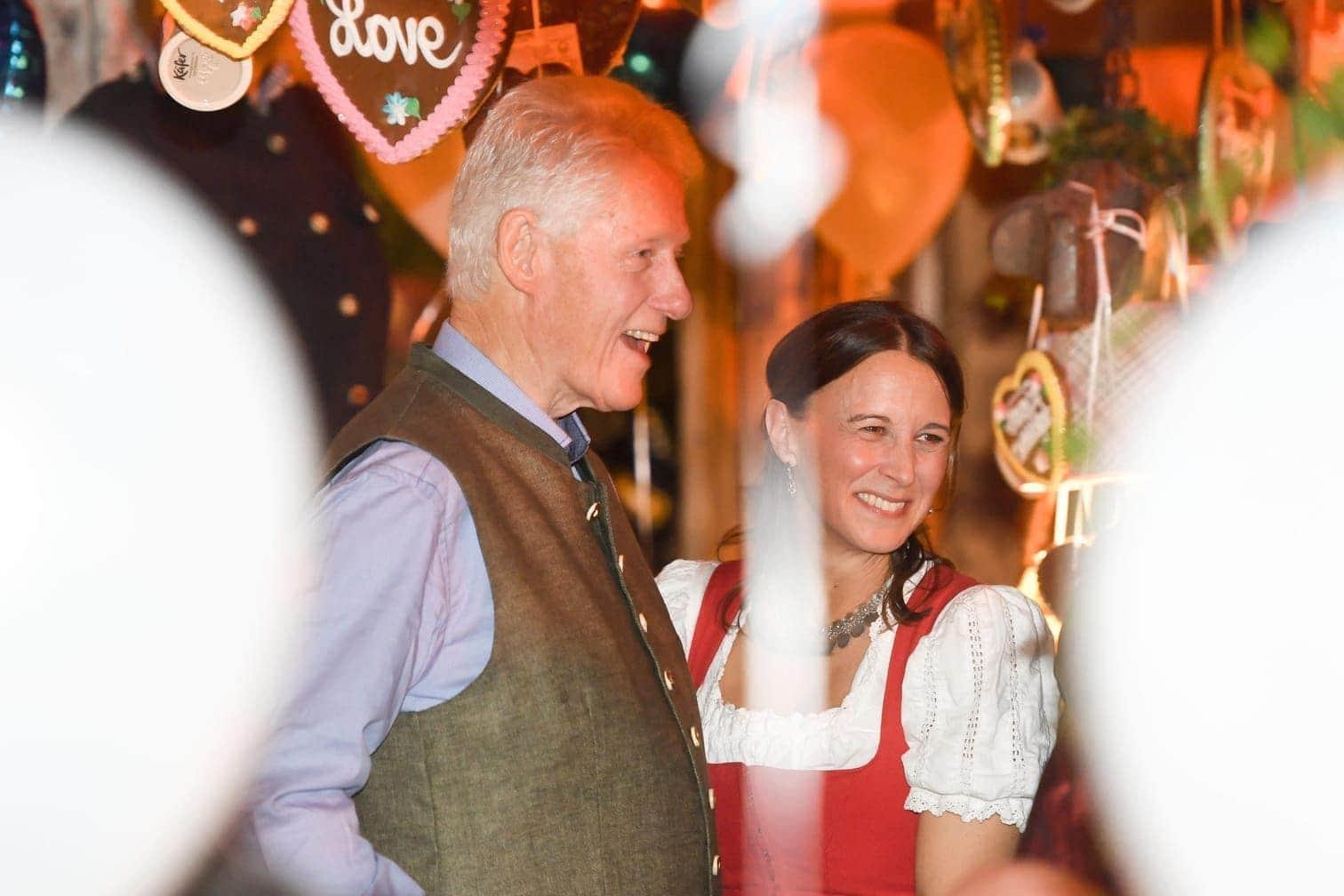 <p>Ein Hauch von Staatsbesuch auf der Wiesn: Hillary (70) und Bill Clinton (72) haben das Münchner Oktoberfest besucht.</p> Foto: dpa/Tobias Hase