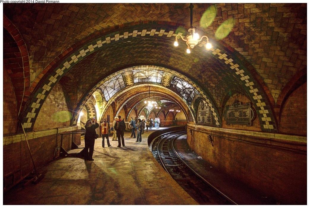 kauft sich in der schwedischen Hauptstadt einfach ein U-Bahn-Ticket. Etwa 150 Künstler haben sich in mehr als 90 der 110 Stationen verewigt und einzigartige Kunstwerke geschaffen.</p>