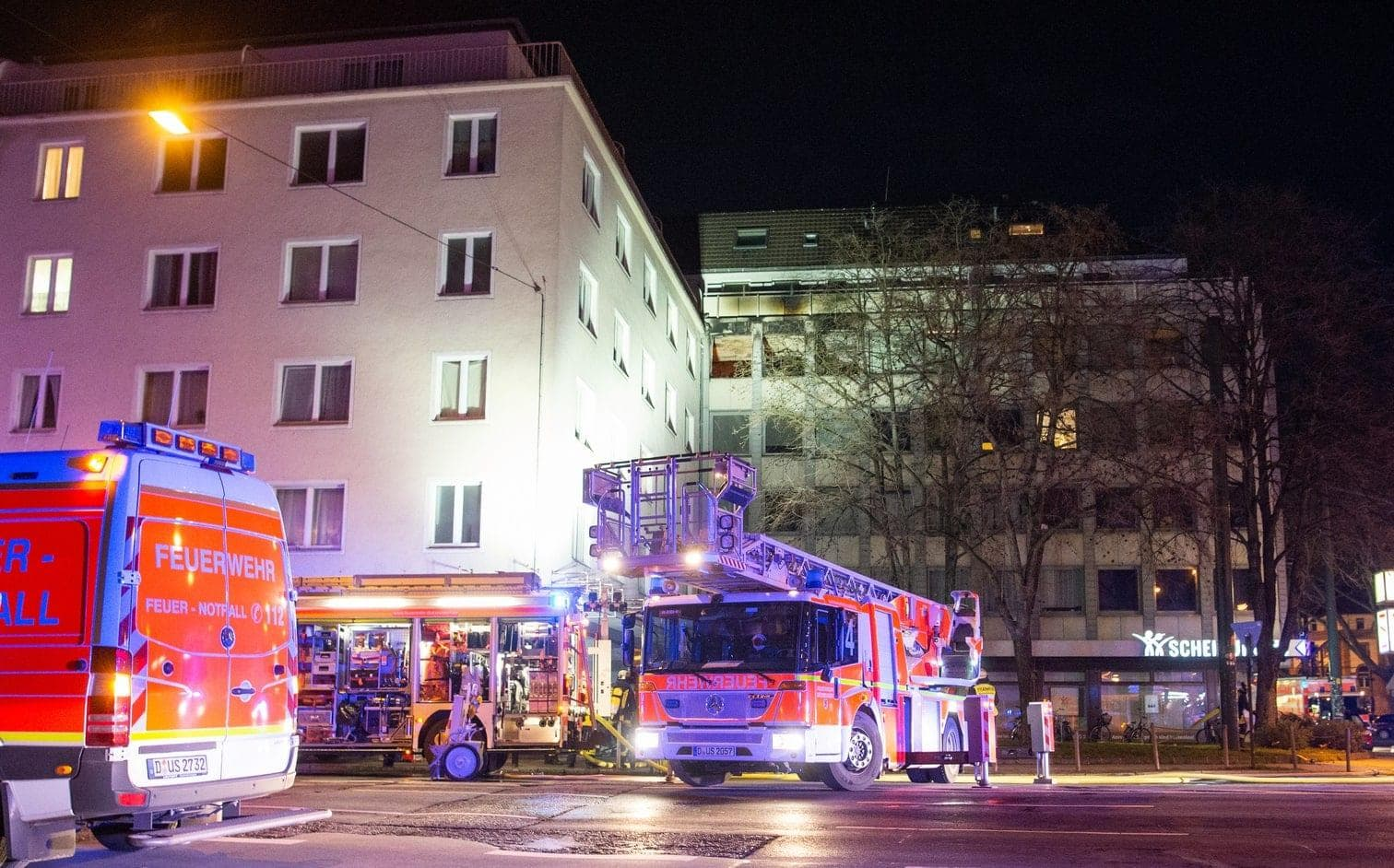 <p>Drei Verletzte und ein hoher Sachschaden sind die Bilanz eines Brandes in einem Wohn- und Geschäftshaus an der Düsseldorfer Corneliusstraße.</p> Foto: dpa/Christophe Gateau