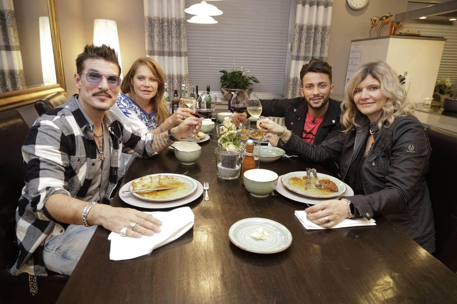 """<p>Nach der 13. Staffel von """"Ich bin ein Star - Holt mich hier raus!"""" stellen sich in zwei Folgen je vier Dschungelcamper einer neuen kulinarischen Herausforderung: Für """"Das perfekte Dschungel Dinner"""" tischen sie diesmal allerdings nicht nur Reis und Bohnen"""