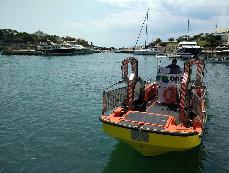 sind täglich mehr als ein Dutzend Boote an den Küsten unterwegs.</p> Foto: dpa