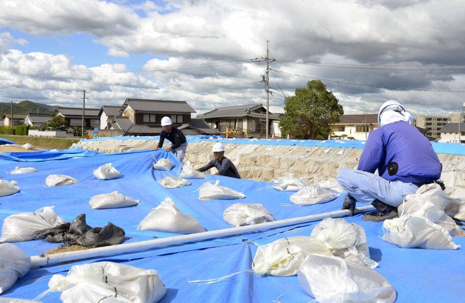 <p>Die Wetterbehörde warnte vor Überschwemmungen und Erdrutschen als Folge des starken Regens und der Sturmböen.</p> Foto: dpa