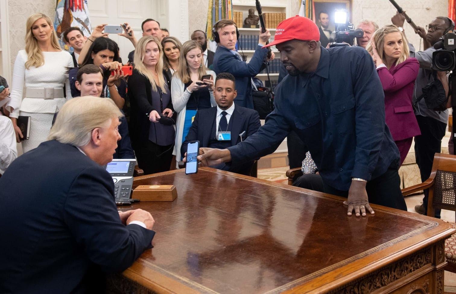 dem Wahlkampfmotto Trumps.</p> Foto: AFP/Saul Loeb