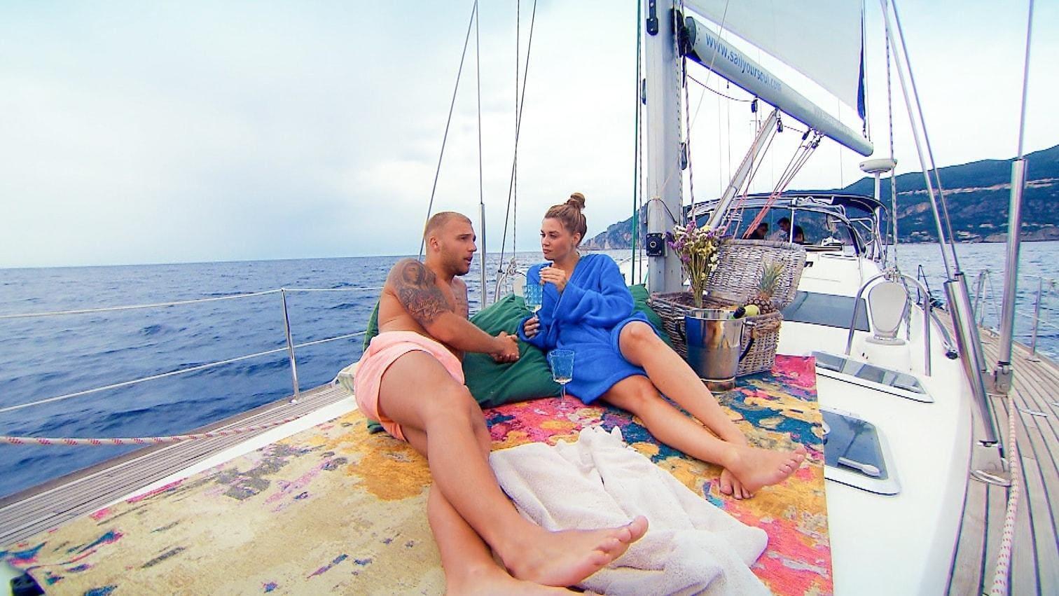 """<p>""""Ich hab mega Bock und ich will die Jungs jetzt endlich kennenlernen!"""" Mit diesen Worten läutet die Bachelorette Woche zwei auf Korfu ein und 17 Männer hoffen auf das erste Date mit Nadine.</p> Foto: RTL"""