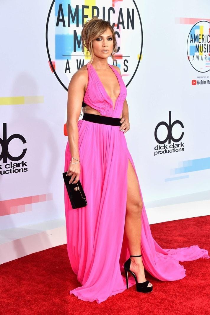 <p>Das Abendkleid leuchtet im leuchtend auffälligen Pink...</p> Foto: AFP/Valerie Macon