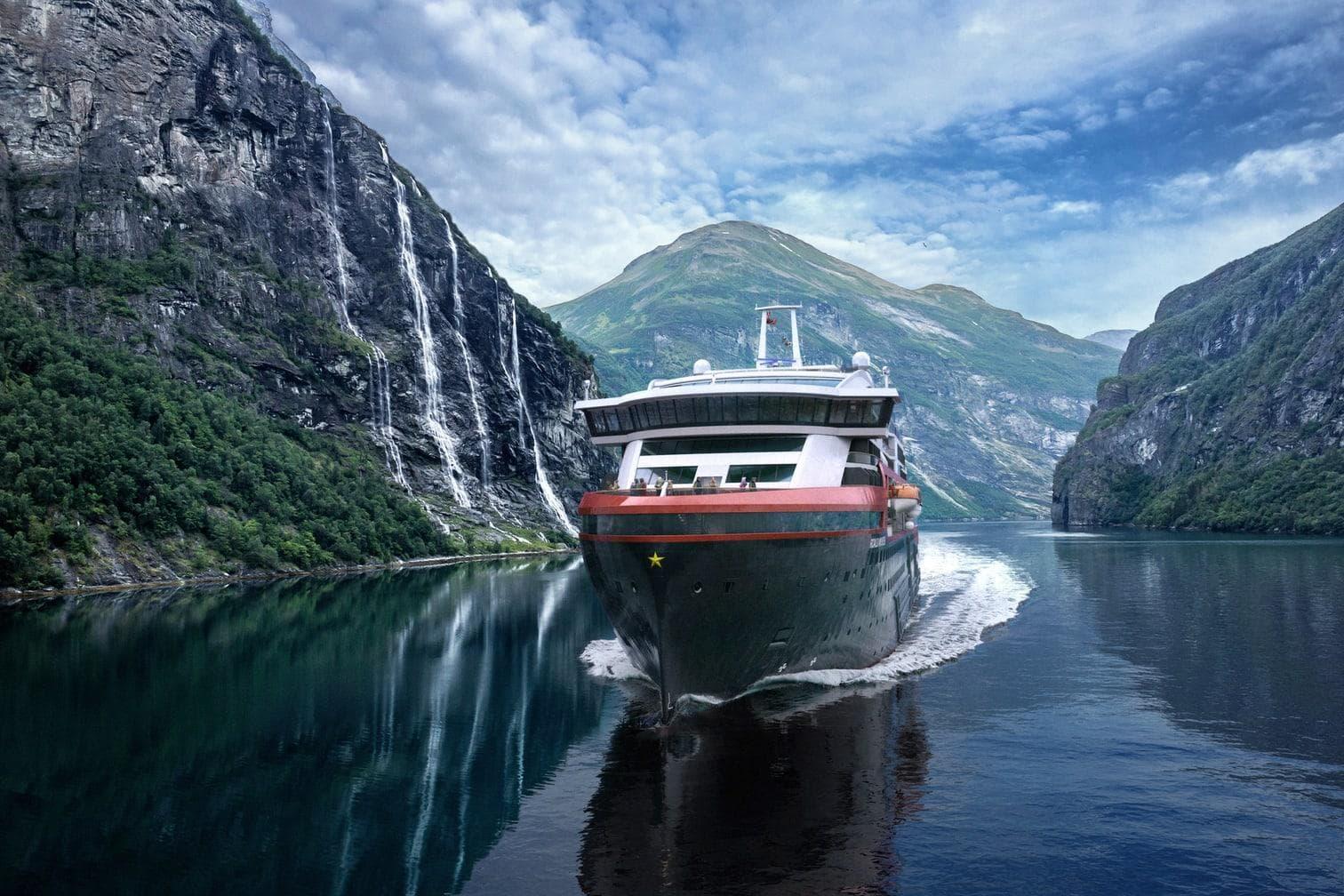 Kreuzfahrtschiff Hurtigruten Roald Amundsen