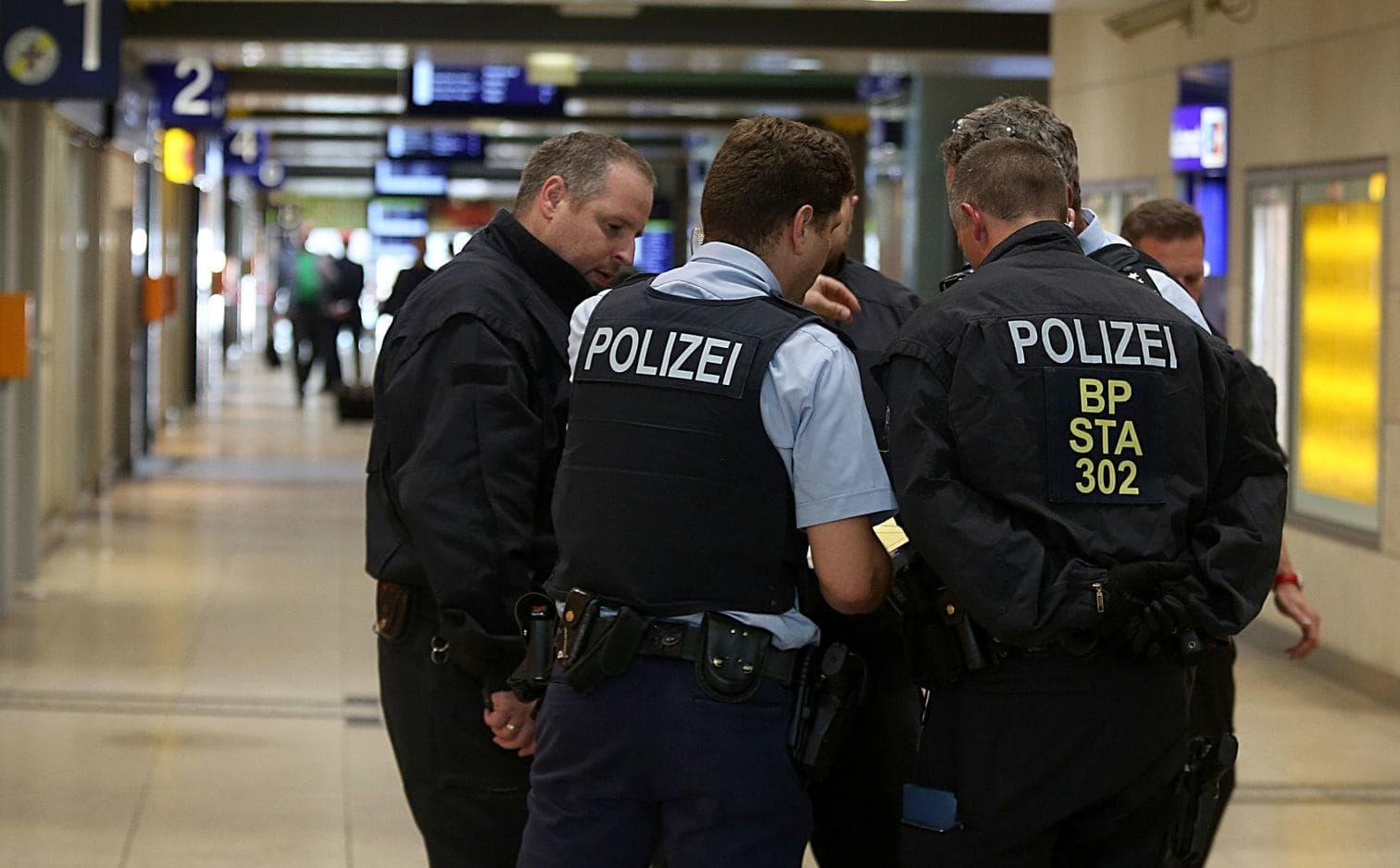 <p>Im Folgenden weitere Bilder der Lage in Köln...</p> Foto: dpa/Oliver Berg