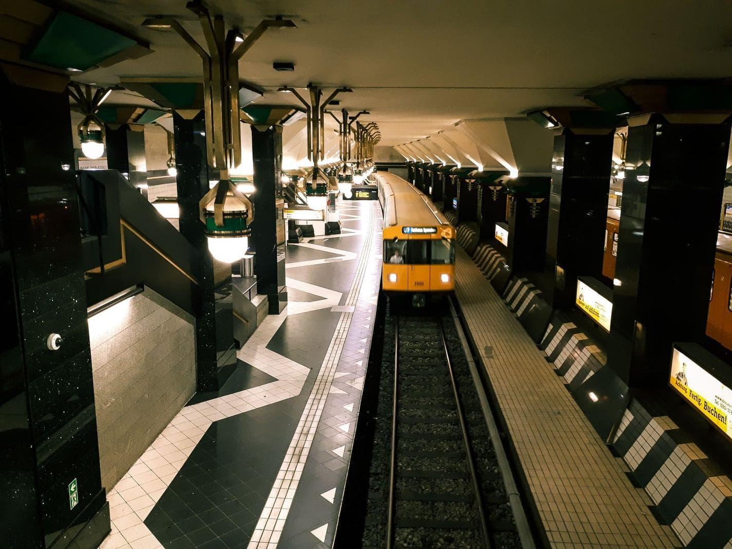 <p><strong>Travelcircus Reisetipp:</strong> Ab der Station T-Centralen finden täglich auch Führungen durch die schönsten Haltestellen statt. Diese Kunstführung ist kostenlos