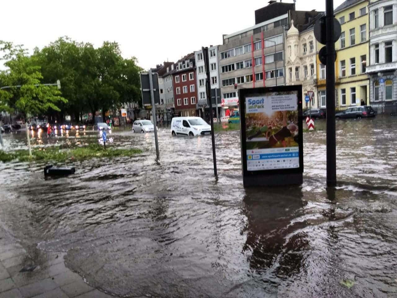 <p>Dieses Bild zeigt Aachen am Dienstagabend.</p> Foto: privat