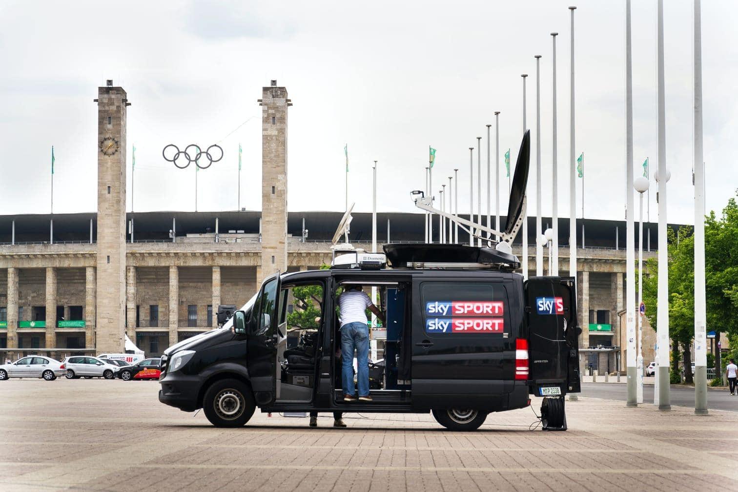 auch über Streaming-Dienste und Radio kann man die Spiele verfolgen. Alles zu den Bundesliga-Übertragungen kompakt:</p> Foto: Shutterstock/Alexandr Medvedkov