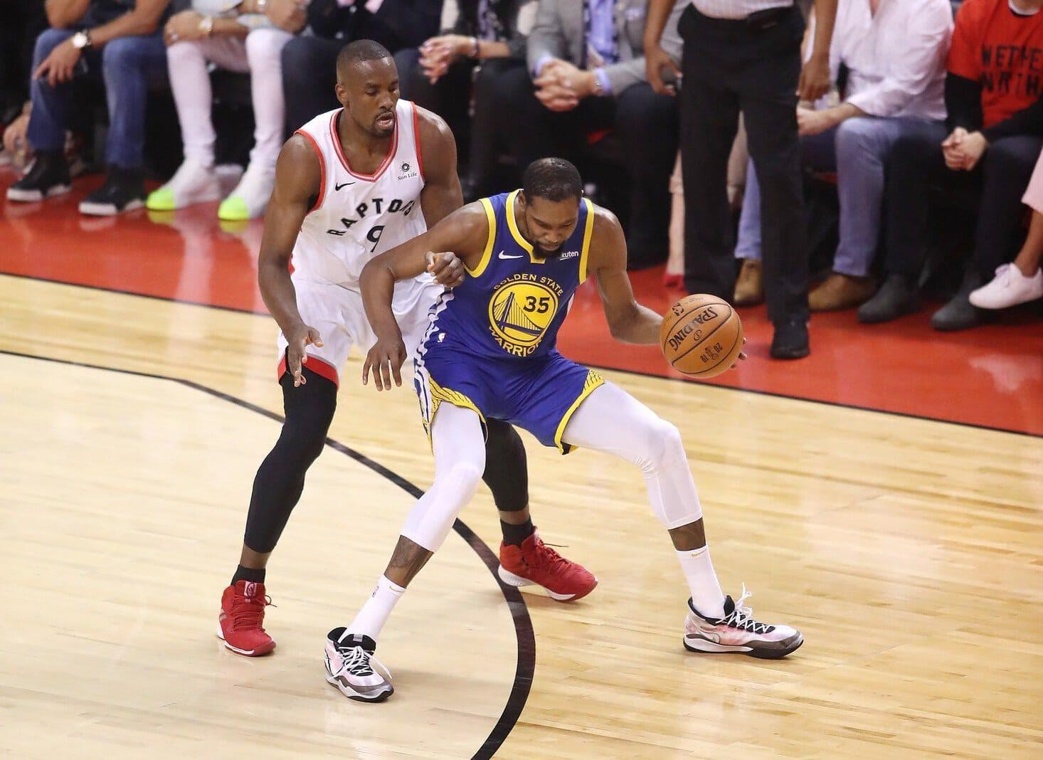 doch der Sieg der Warriors wurde getrübt durch eine schlimme Verletzung von Superstar Kevin Durant. Foto: Claus Andersen/AFP