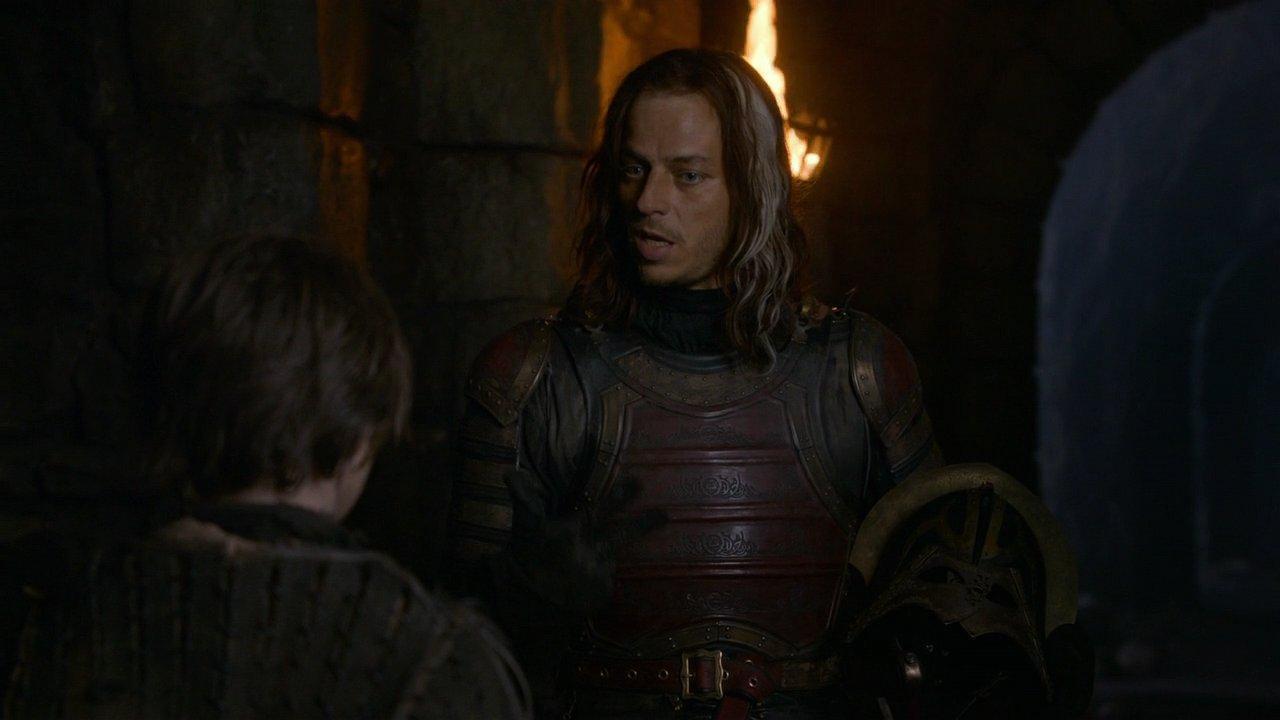 """lässt Tyrion Lannister auf Hohenehr seinen neuen Freund Bronn für sich in den Zweikampf ziehen. Lysa Arryn und ihr verzogenes Blag haben mit dem Ergebnis nicht gerechnet: Anstelle dass der """"kleine Mann"""" das Fliegen lernt"""