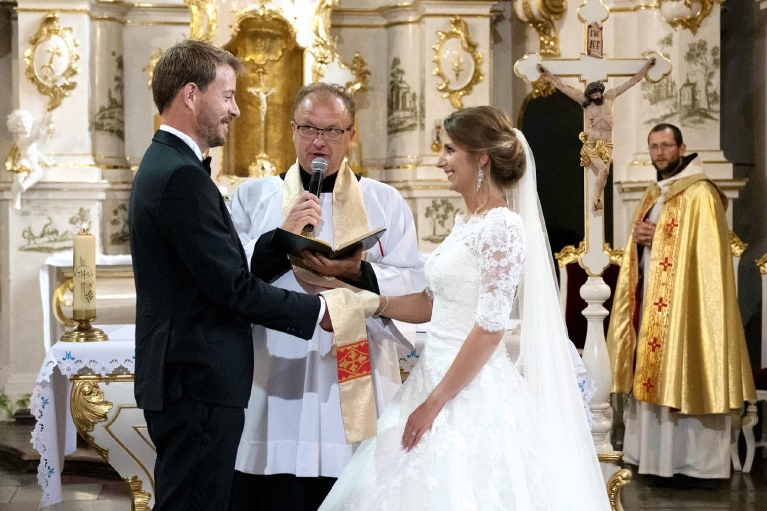 <p>Brautvater J&oacute;zef begleitete Anna zum Altar.</p> Foto: MG RTL D / flashed by micky