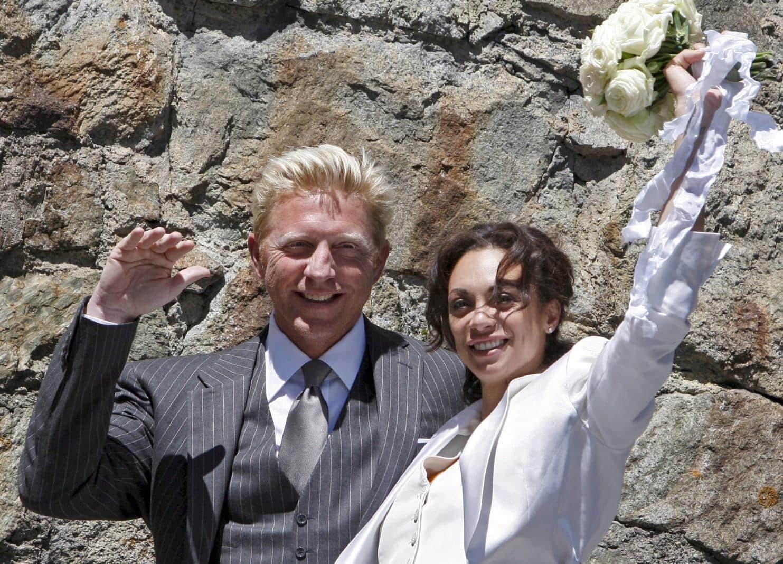 <p>Schon der pompösen Hochzeit des Paares war ein Auf und Ab vorausgegangen.</p> Foto: dpa