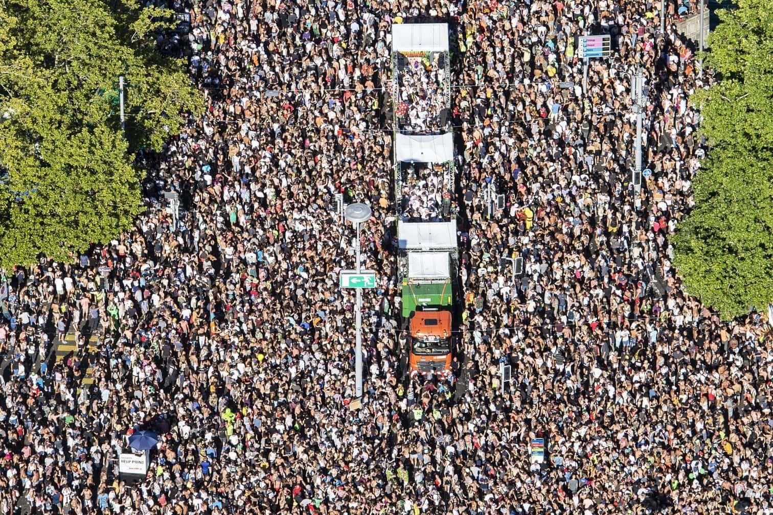 <p>Hunderttausende tanzende Menschen haben Zürich zumindest für einen Tag zur Welthauptstadt des Techno gemacht.&nbsp;</p> Foto: dpa