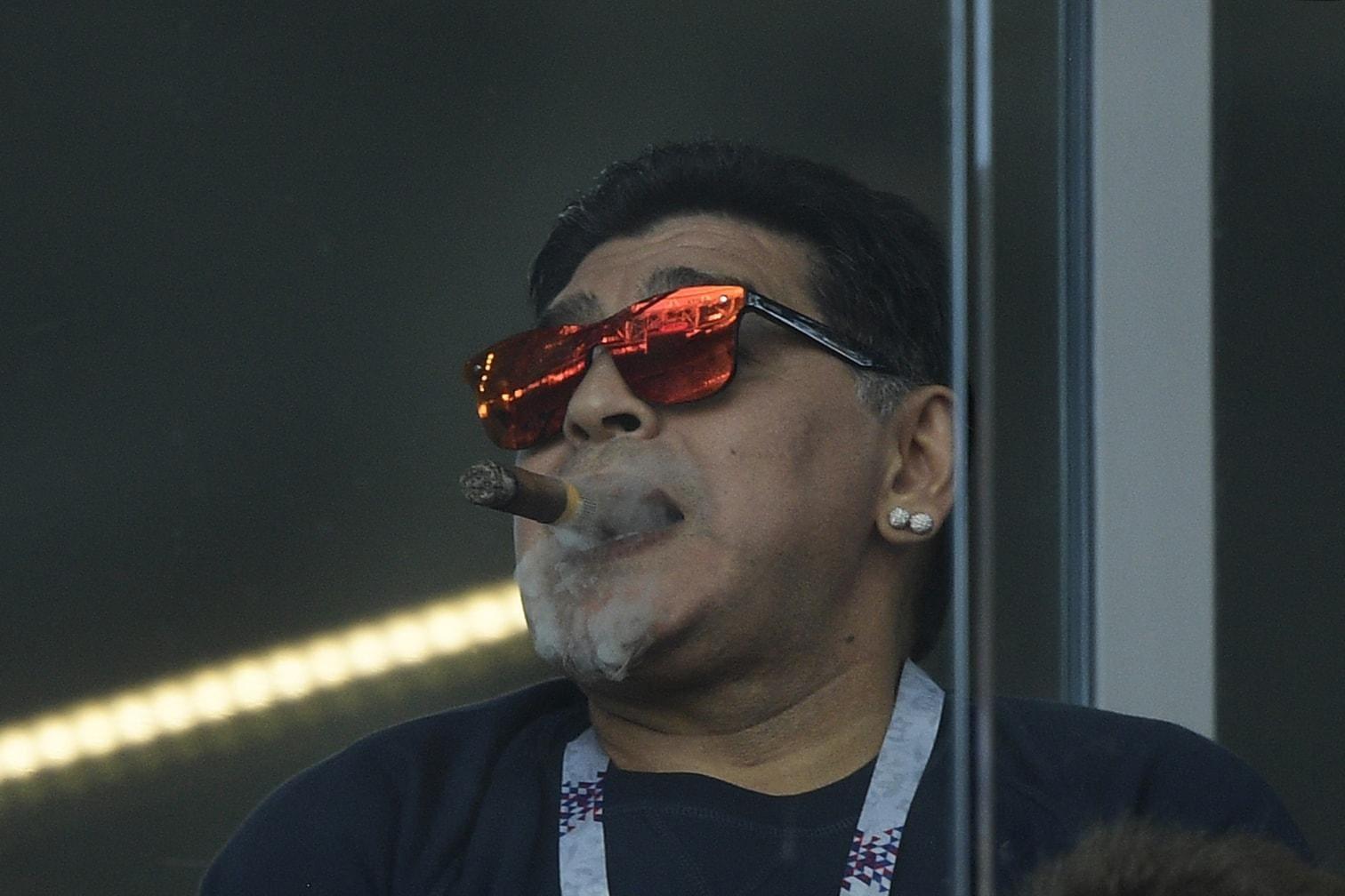 <p>Rauchverbot in den WM-Stadien? Nicht für Diego Maradona.</p> Foto: AFP
