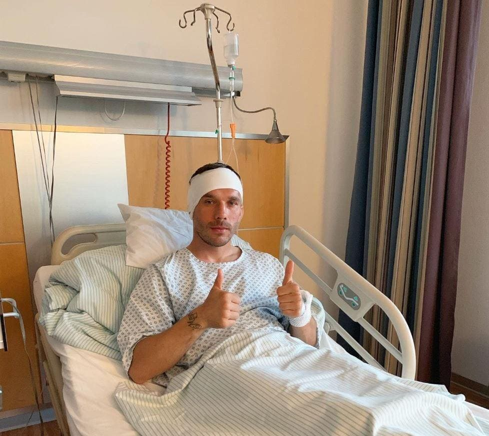 Foto aus Krankenhaus gepostet: Lukas Podolski wurde am Kopf operiert