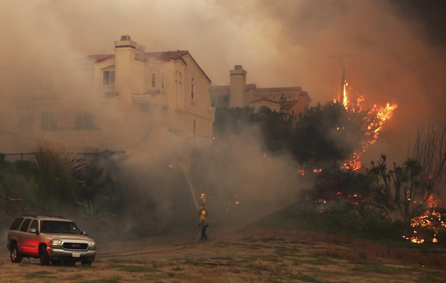 <p>Die schweren Waldbrände in Kalifornien haben zu stellenweise katastrophaler Zerstörung geführt und nach Angaben der Behörden mindestens neun Menschen das Leben gekostet.</p> Foto: dpa/Ringo H.W. Chiu