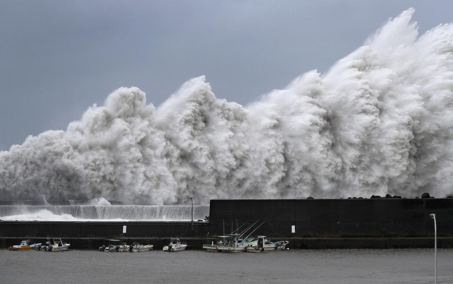 <p>Japans internationaler Flughafen Kansai in der westlichen Provinz Osaka ist in Folge eines gewaltigen Taifuns teils überschwemmt worden. </p> Foto: dpa