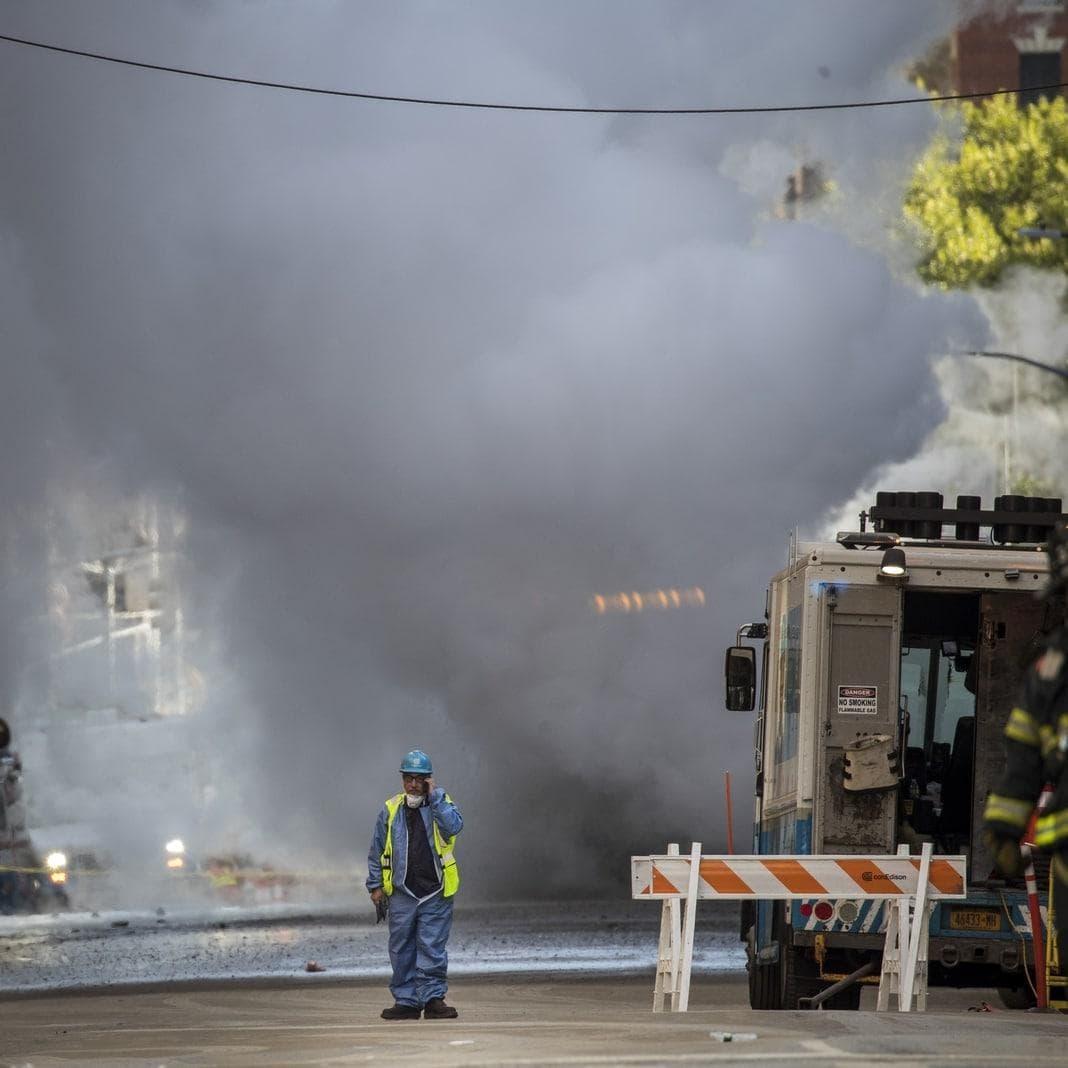 <p>Mehr als 100 Einsatzkräfte von Polizei und Feuerwehr brachten die Situation rasch unter Kontrolle.</p> Foto: AFP