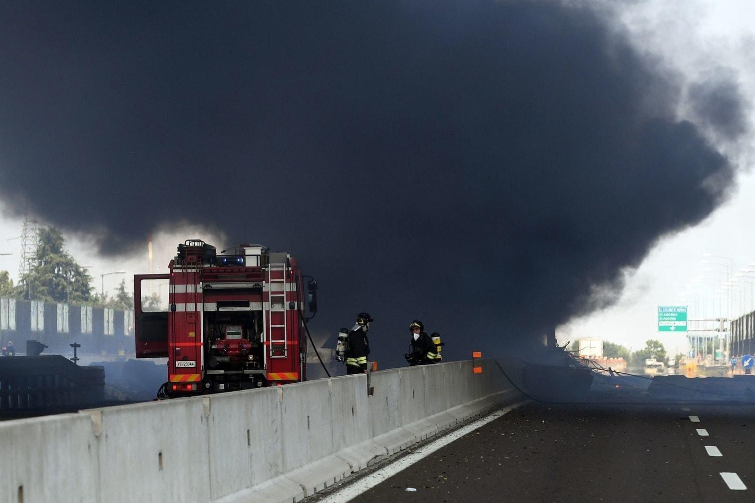 eine Brücke sei teilweise eingestürzt.&nbsp;</p> Foto: AFP