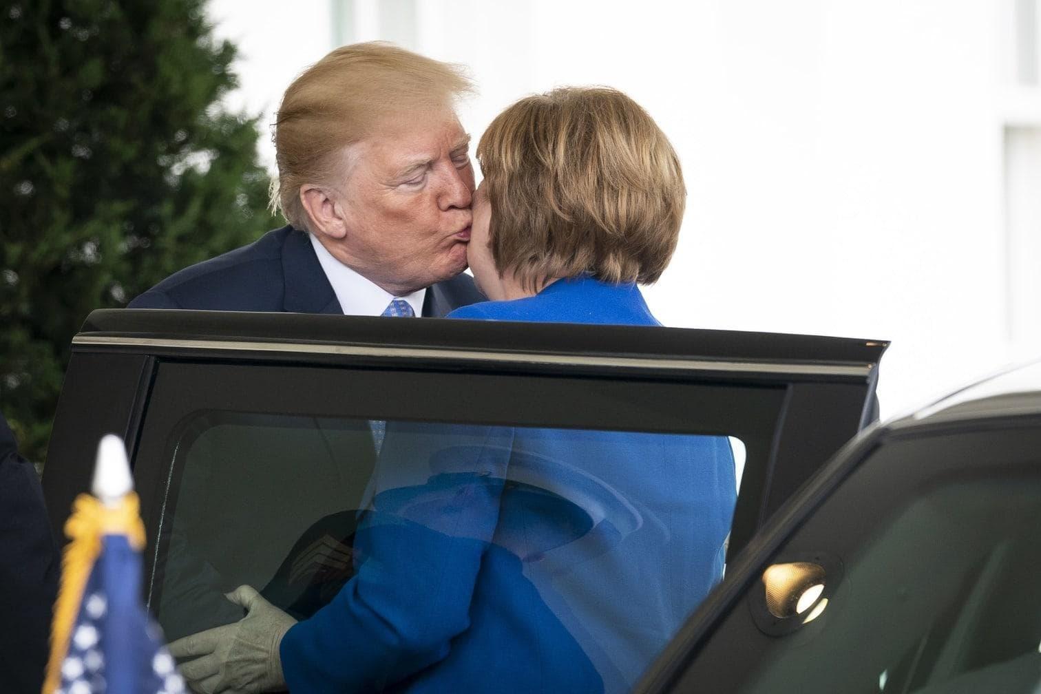 4 Sekunden den wichtigsten Kuss seines Lebens verabreichte.</p> Foto: dpa