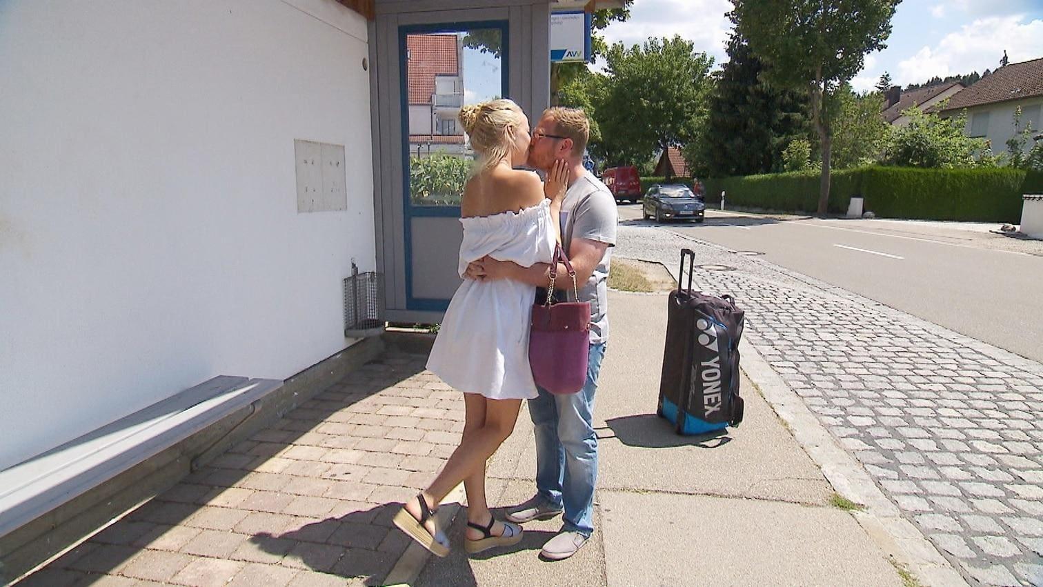 Profi-Tennisspielerin) zum Abschied mit einem ganz persönlichen Geschenk.</p> Foto: MG RTL D