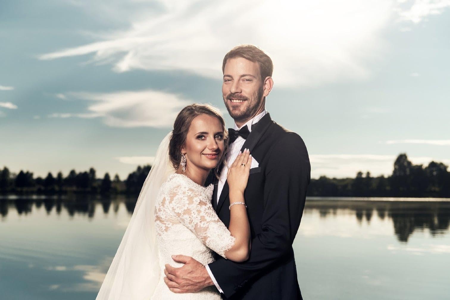 werden vom Brautpaar aufgesammelt.</p> Foto: MG RTL D / flashed by micky