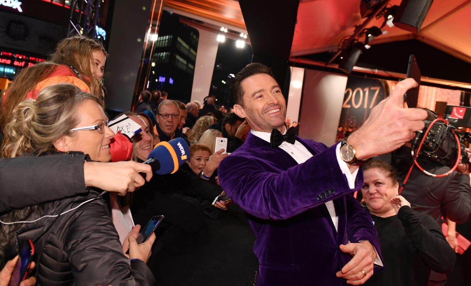 <p>Hollywood-Star <strong>Bradley Cooper</strong> ist ein echter Frauenschwarm. 2011 schlug sich das in der Auszeichnung Sexiest Man Alive nieder.</p> Foto: Fernando Alvarado/dpa